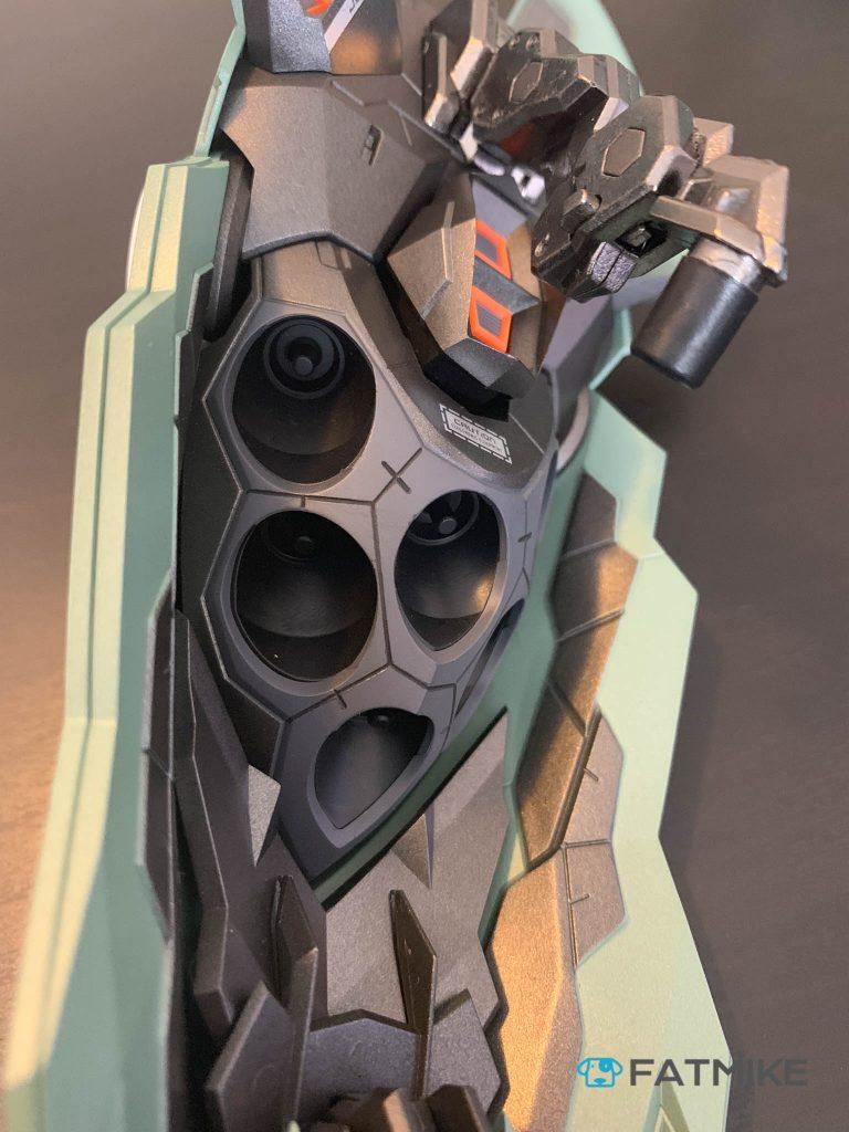 肩甲内部——浮游炮插槽