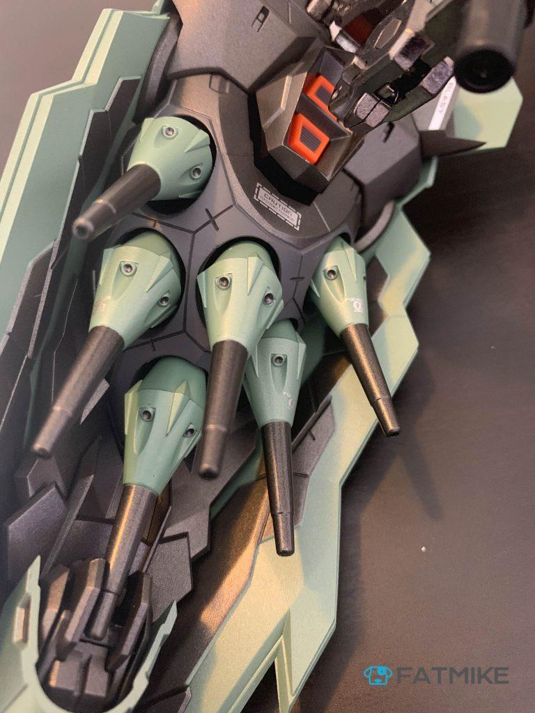 安装完浮游炮的肩甲