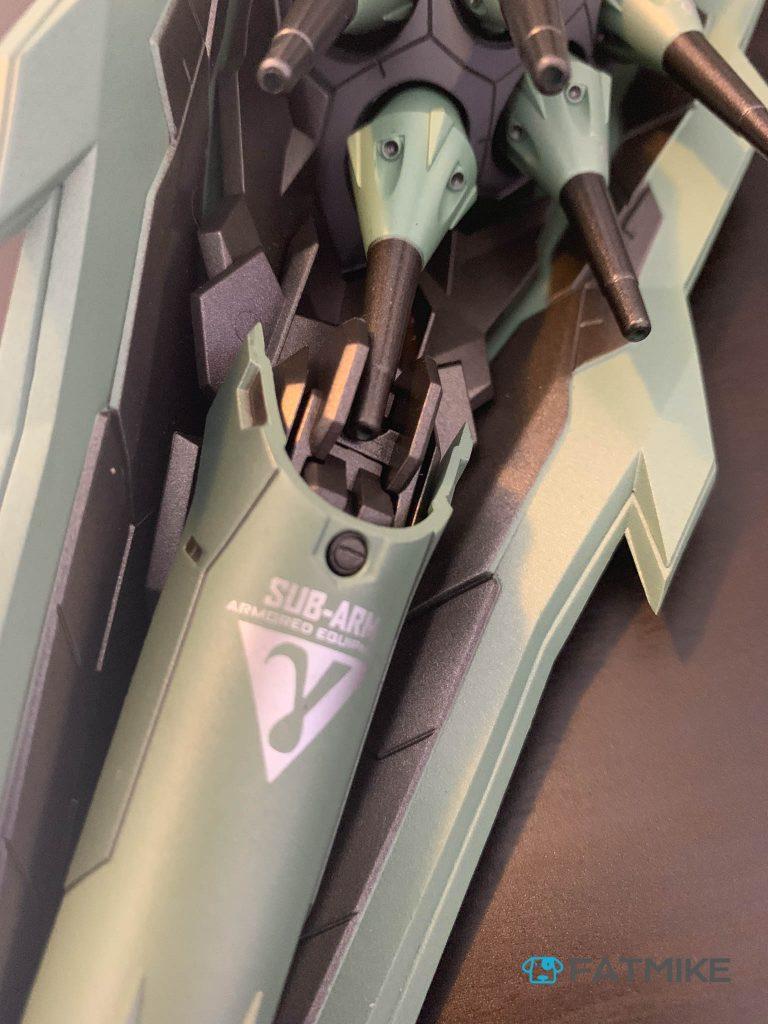 要吐槽的是,最下面的一门浮游炮和机械臂产生了干涉,要展开机械臂的话,必须拆除一门浮游炮
